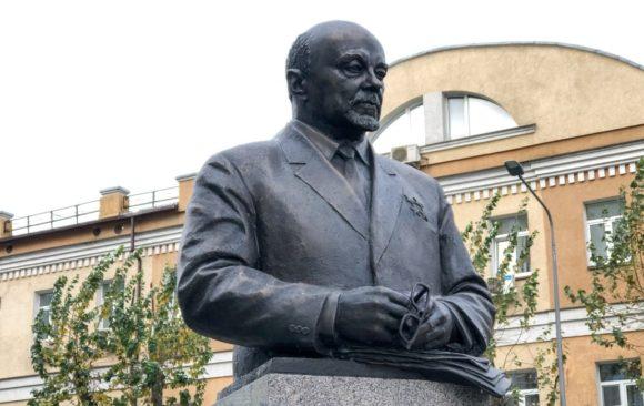 Владимир Пасканный принял участие в торжественном открытии памятника выдающемуся конструктору Николаю Доллежалю